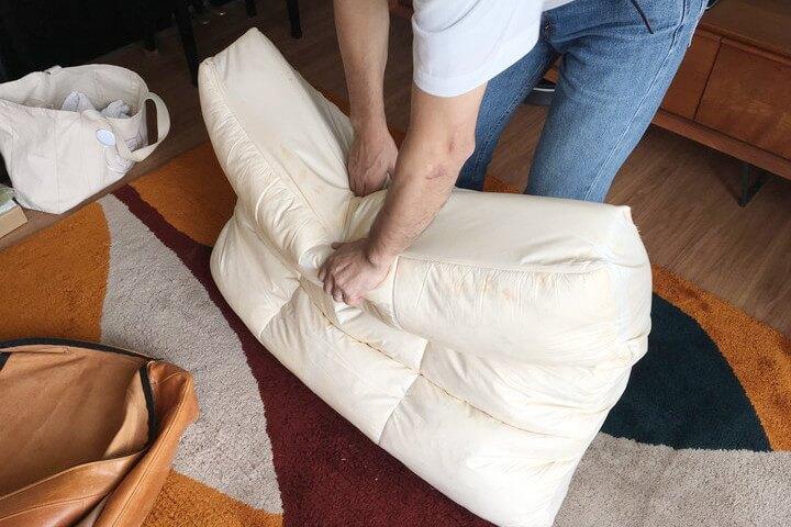 ソファのフェザークッションの型崩れを直す方法