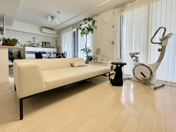 部屋を広く見せる、低いソファ/KOKOROISHIソファのお客様の声