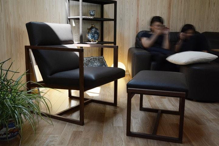 奥行きが深くゆったりと出来る、硬めの座り心地を家族で寛ぐ/KOKOROISHIソファのお客様の声