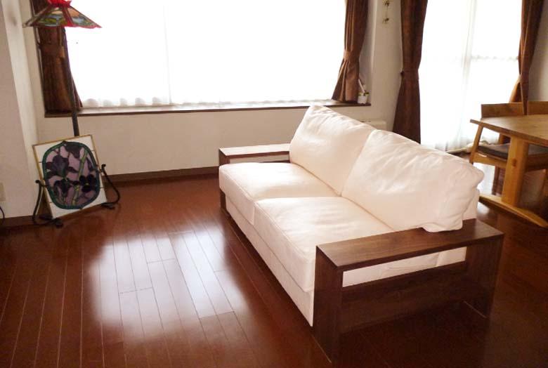 ヌメ革の柔らかな肌触り、変化を楽しめるソファを堪能したい/KOKOROISHIソファのお客様の声