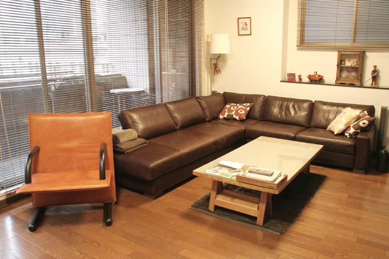 広いリビングに大きなコーナーソファを本革で/KOKOROISHIソファのお客様の声