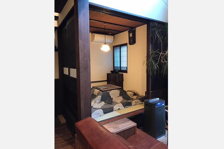 和室と革ソファ、BASE(ベイス)