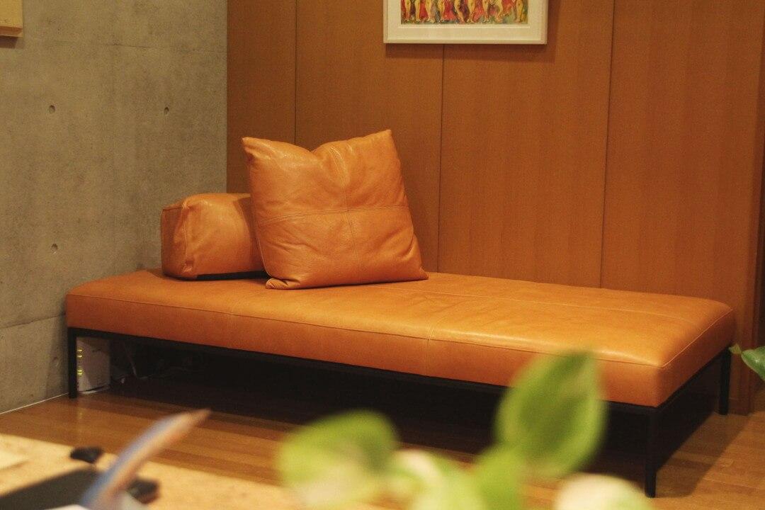 黒革のソファ、TERRA(テラ)