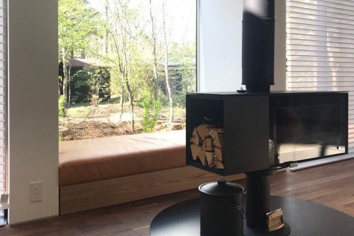 本革のベンチ/居ごこち良い窓辺を