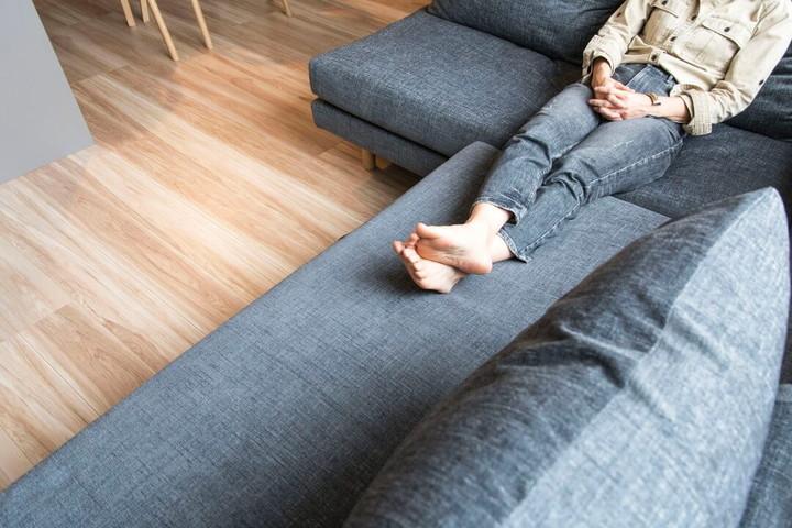 ベッドのようなソファ、グレー色