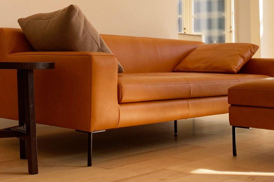 PARASSO(パラッソ)ソファとオットマンのキャメル色、本革ソファ