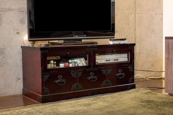 テレビボードは味わい深い和家具